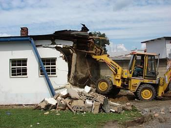 Bourání starých kabin